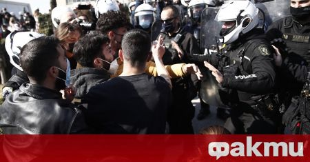 Хиляди студенти се събраха на протест в Гърция, съобщи Катимерини.