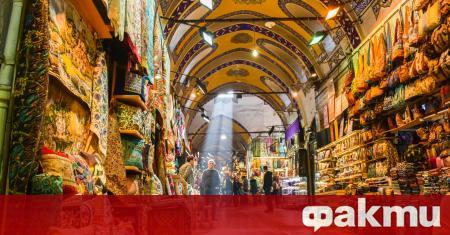 Турция отвори ресторанти, кафенета и емблематичния пазар