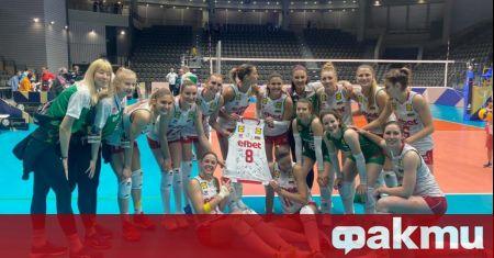 Женският ни национален отбор по волейбол при жените направи подарък