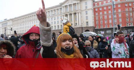Хиляди се събраха от цялата страна пред Министерски съвет, за