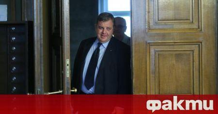 Министърът на отбраната Красимир Каракачанов награди представители на завода в