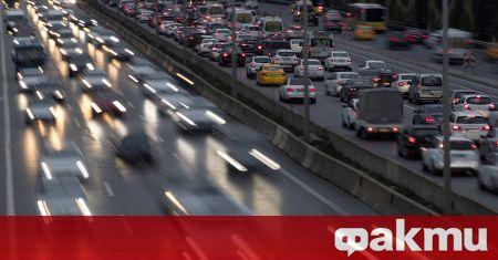 Големи опашки от автомобили се наблюдават по магистралите в Турция,
