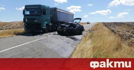 Шофьор е загинал след тежка катастрофа между лек автомобил и