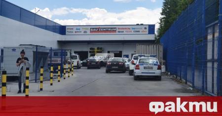 Полицията в Пловдив е обсадила ритейл парка на бул.
