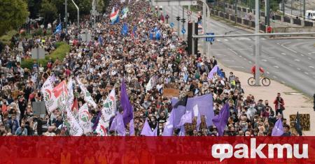 Хиляди унгарци излязоха на протест в защита на медийната свобода,