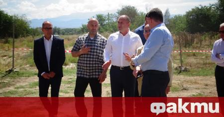 Посрещнаха вчера с хляб и сол в Сандански президента Румен