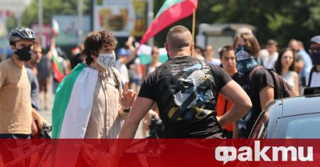 Протестиращи блокираха кръстовището на бул.