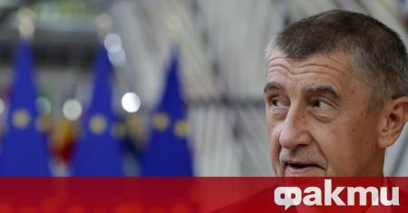 Министърът на труда на Чехия Яна Малачова, вярвайки, че микрофонът