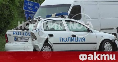Катастрофа между патрулен автомобил на полицията и бус затрудни движението