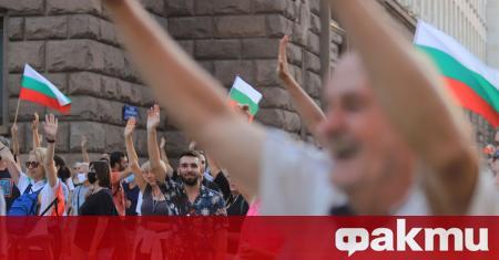 И снощи продължиха протестите срещу правителството и главния прокурор в