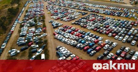 Повече от 4 000 автомобила с щети от градушка стоят