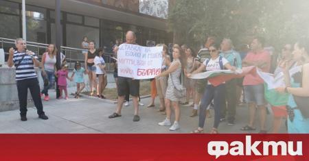 """Под надслов """"Стара Загора иска оставка"""" хората поискаха законност, справедливост,"""