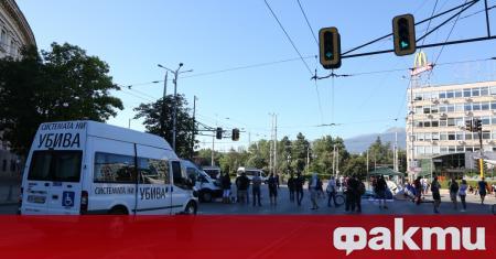 Пълен обрат се случи на кръстовището на Софийския университет. Майките