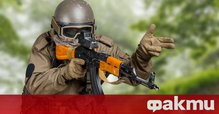 Бивша армейска зелена барета, който призна за разкриване на военни