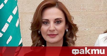 Министърът на информацията Ливан Манал Абдел Самад е първият от