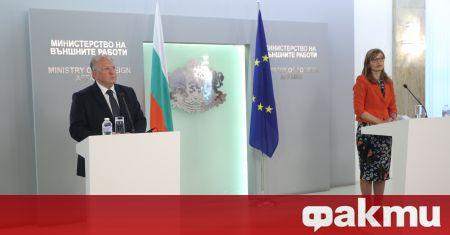 Досегашният министър на външните работи Екатерина Захариева и новият служебен