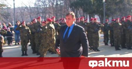 Министърът на отбраната Красимир Каракачанов и началникът на отбраната адмирал