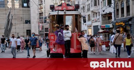 Автобус с български пътници на борда се е сблъскал с