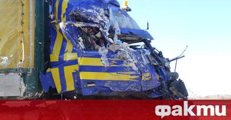 Тежка катастрофа между два тежкотоварни камиона е затворила Подбалканския път