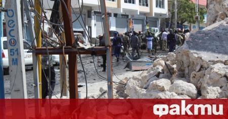 Мощен взрив избухна в Могадишу в близост до военна база.