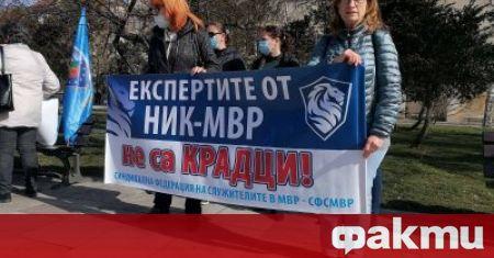 Криминалисти излязоха на протест срещу решението на МВР да ги