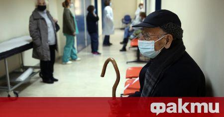 Снимка: Болниците в Атина – пълни с болни от коронавирус