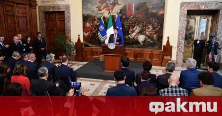 Италианският премиер Джузепе Конте обмисля да подаде оставка, за да