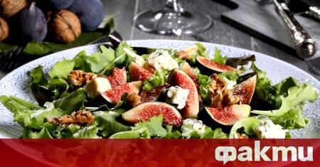 Необходими продукти: 1 връзка листа зелена салата 100 грама кашу