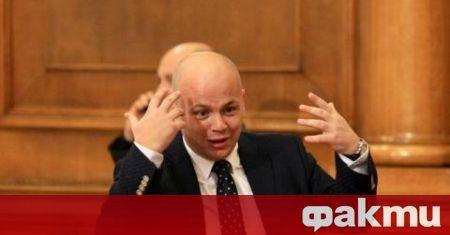 Журналистът и бивш депутат от БСП Александър Симов се възмути