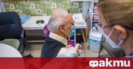 Обединеното кралство е ваксинирало срещу COVID-19 над половината от своите