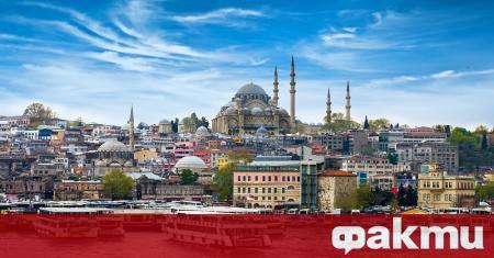 Турция е популярна туристическа страна с красива природа, топли морета