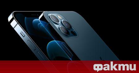 Докато от Samsung вече представиха трето поколение сгъваеми смартфони, то