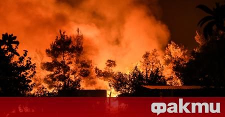 Големи пожари избухнаха на гръцките острови Евия и Крит, а