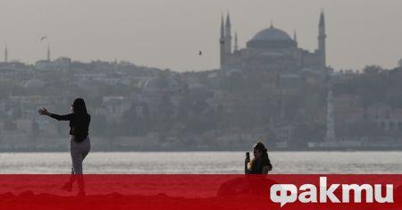 Турските власти предвиждат постепенно отваряне след края на локдауна в
