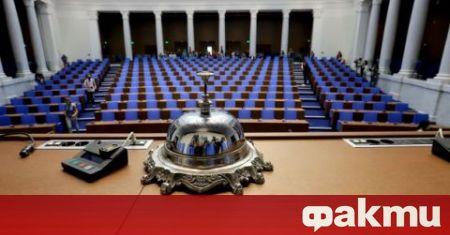 Седмица след изборите не е ясно кой ще управлява държавата.