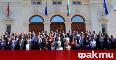 46-ят парламент ще заседава за последно, предаде БНР. На днешното