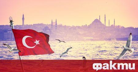 Близо 500 души участваха в парти в Истанбул, казвайки, че