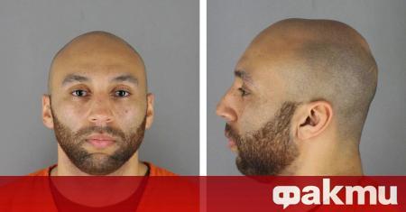 Един от четиримата полицейски служители, обвинени за смъртта на тъмнокожия