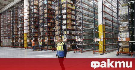 Собствениците на складове във Великобритания обявиха, че търсят персонал, съобщи