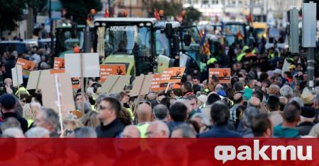 Молдовски фермери започнаха протести в страната, съобщи РИА Новости. Те