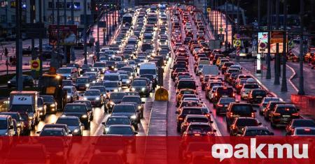 Есенното лошо време засяга не само шофьорите, но и превозните