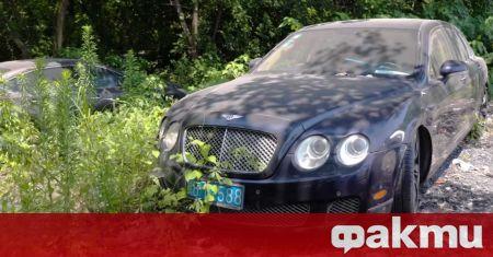 Изоставени скъпи коли могат да се видят не само в