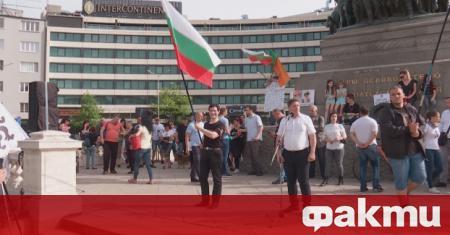 """Четвърти ден на протести пред парламента. Партия """"Възраждане"""" отново призова"""