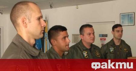 Първата група пилоти, които ще преминат курс на обучение за