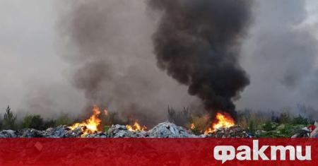 Регионалното депо за отпадъци край Разград горя снощи, вероятно подпалено