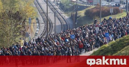 Унгария обяви днес, че затваря транзитните зони на южната си