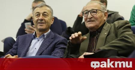 Почетният президент на ЦСКА Димитър Пенев се обяви против обединение