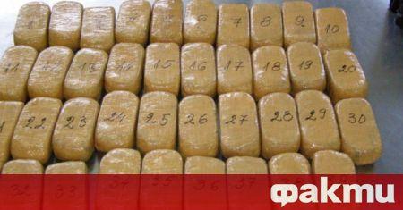 Млада жена е осъдена за опит да даде хероин на