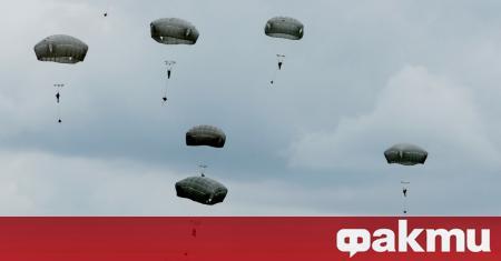 Седем американски военни са ранени при скокове с парашут в
