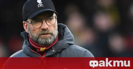 Мениджърът на Ливърпул Юрген Клоп смъмри своите футболисти след загубата